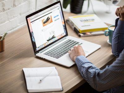 Sites internet & précisions sur la notion de professionnel : quelles conséquences pour vos contrats ?